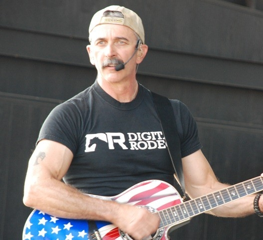 Aaron Tippin Net Worth