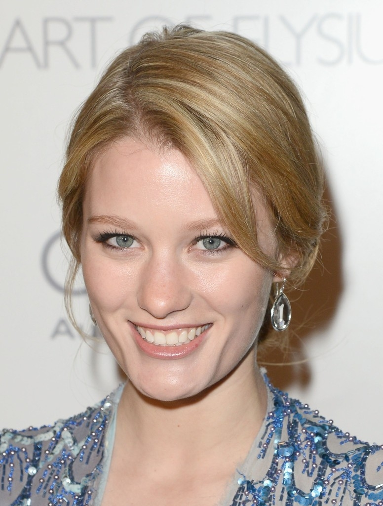 Ashley Hinshaw Net Worth