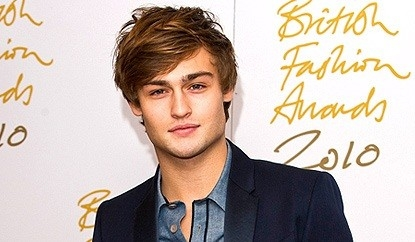 Douglas Booth Net Worth
