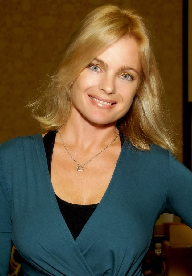Erika Eleniak Net Worth