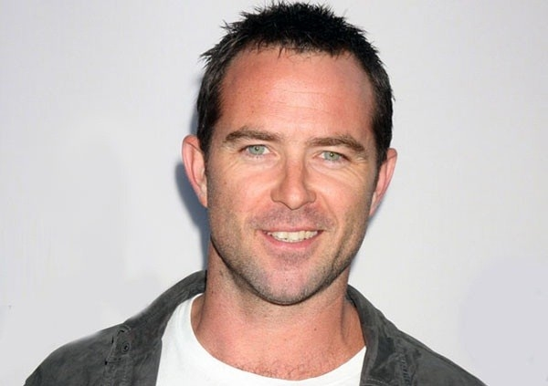 Sullivan Stapleton Net Worth