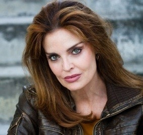 Tracy Scoggins Net Worth
