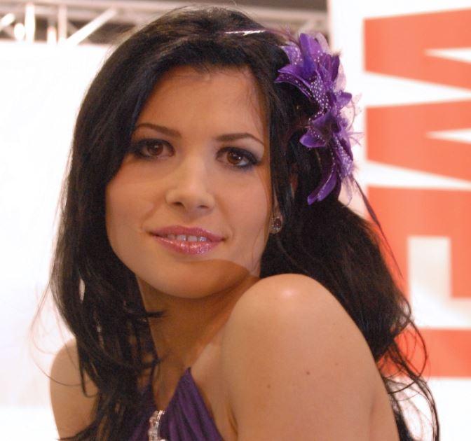 Rebeca Linares Net Worth